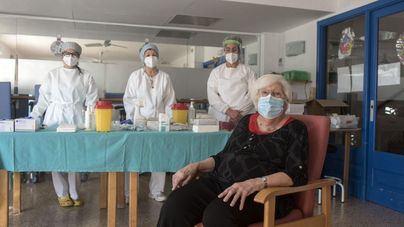 La vacunación contra la Covid ya se ha administrado al cinco por ciento de la población española