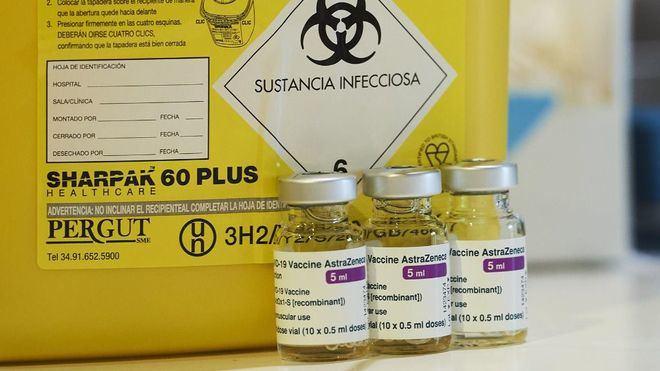 Astrazeneca: La EMA ve 'posible relación' con los trombos pero dice que los beneficios superan los riesgos