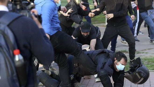 El mitin de Vox en Vallecas se salda con 31 heridos, entre ellos un diputado de la formación