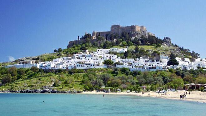Grecia realiza una prueba piloto con 189 turistas holandeses: no pueden salir del hotel