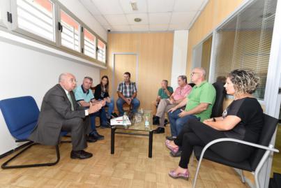 Reunión para garantizar el servicio del taxi a personas con movilidad reducida