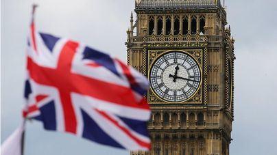 Reino Unido estudia endurecer las normas de viaje para España