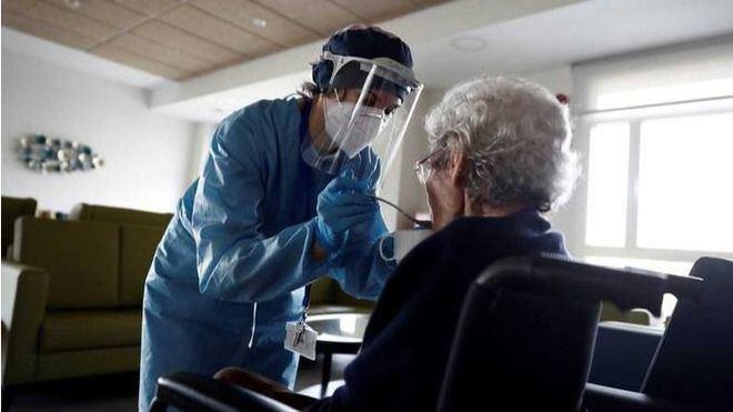 Sanidad fija para el 4 de octubre el inicio de la inoculación de la tercera dosis en las residencias