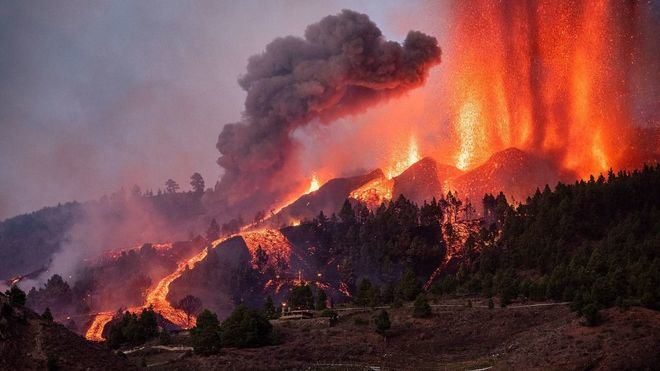 El volcán entra en fase explosiva y se teme que se abran nuevas bocas