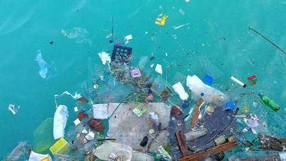 3.700 toneladas de plástico flotan por el Mediterráneo