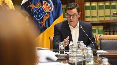 Canarias no va a 'ceder' ni a 'renunciar' al descuento de residente para viajar en avión y barco