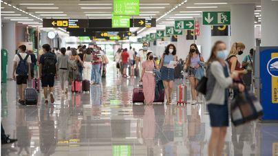 Los acompañantes pueden acceder desde hoy a la terminal del aeropuerto