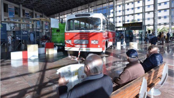 Titsa conmemora sus 40 años con un recorrido por la evolución de la compañía