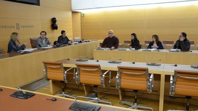 El Cabildo intervendrá para mejorar la coordinación municipal en la gestión del albergue de Valle Colino