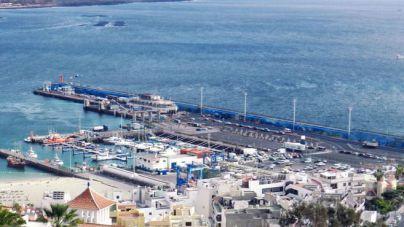 Compromiso de las instituciones para descongestionar el acceso al puerto de Los Cristianos