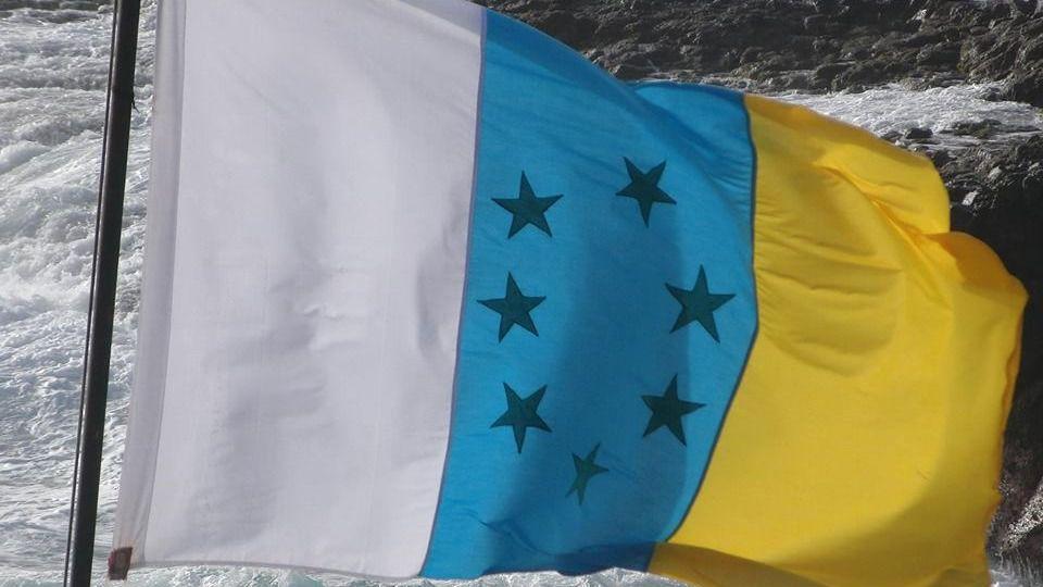 El TSJC declara ilegal que el Cabildo de Fuerteventura ice la bandera canaria de las siete estrellas verdes