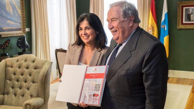 El Diputado del Común entrega su Informe Anual 2017 a la presidenta del Parlamento de Canarias