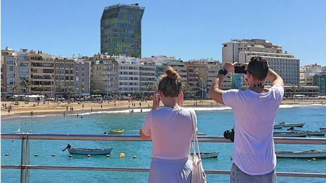 Los hoteleros canarios temen una caída del turismo nacional