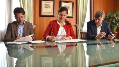 El Hierro y Tenerife rubrican el acuerdo que permitirá la movilidad sin coste de los alumnos herreños
