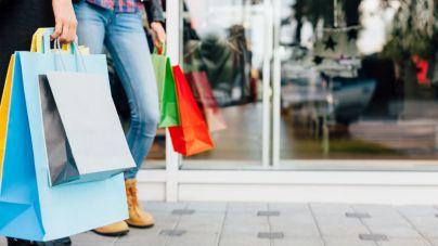 3 de cada 5 españoles reconocen comprar productos rebajados que no necesitan