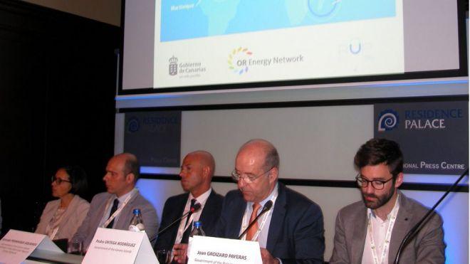 Canarias defiende en Bruselas acelerar el desarrollo de renovables en las RUP