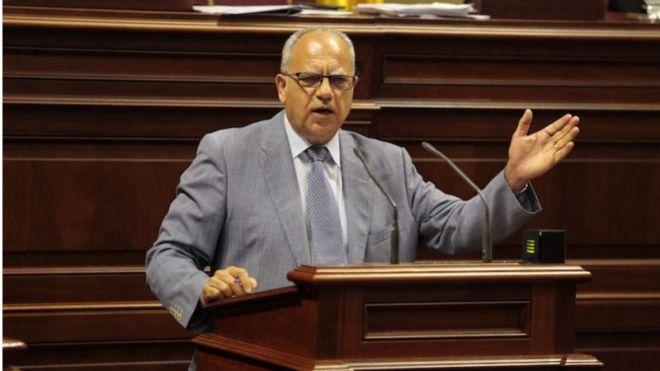 Curbelo pide que La Gomera tenga conexión directa con Gran Canaria todo el año