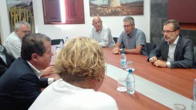 El Cabildo valora positivamente la reunión para buscar una solución al posible precintado de los hoteles de SBH