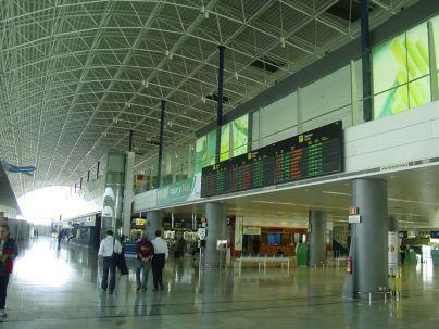 Los aeropuertos canarios registran más de 3,9 millones de pasajeros en julio