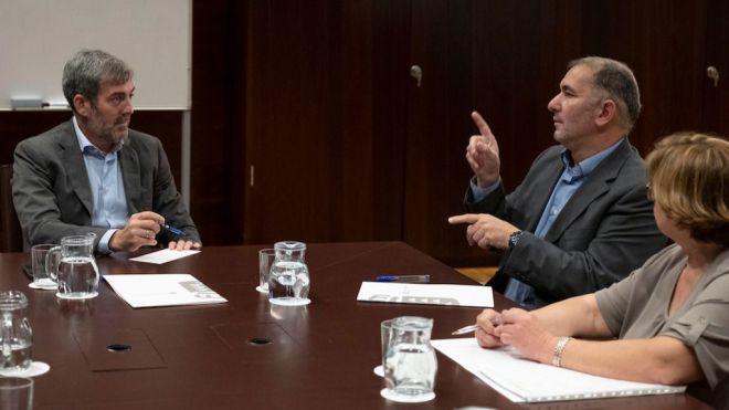 Fernando Clavijo recibe a los representantes de las personas sordas que residen en Canarias