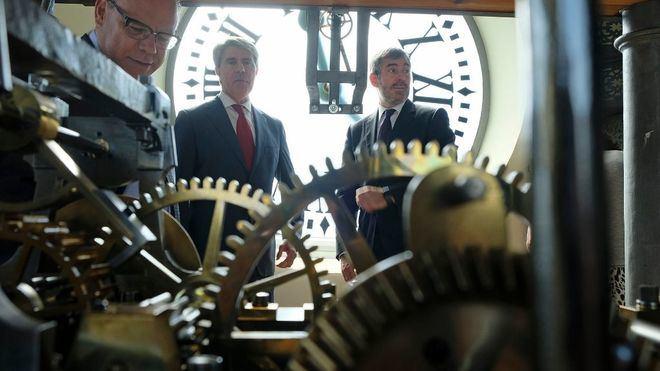 El reloj de la Puerta del Sol dará por primera vez este Fin de Año las campanadas para Canarias