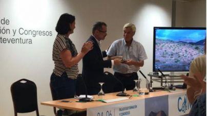 El Cabildo de Fuerteventura entrega al biólogo Stephan Scholz el Premio Atlántico de Medio Ambiente 2018