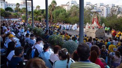 Pacientes y trabajadores de La Candelaria reciben a la Patrona de Canarias en su visita a Santa Cruz