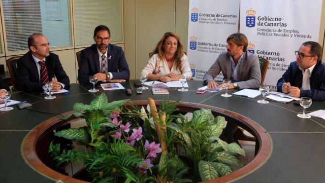 Canarias cuenta con una guía pionera para mejorar el cumplimiento de riesgos laborales en el sector hotelero