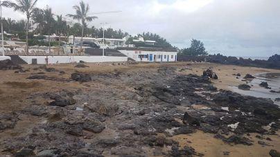 El fuerte oleaje de esta semana deja sin arena a Playa Chica