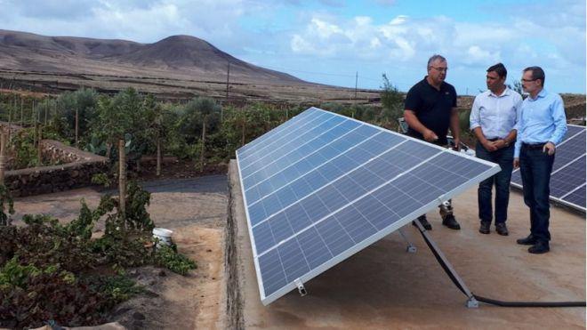 Veinte agricultores y ganaderos ya han recibido ayudas del Cabildo para implantar energías renovables