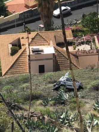 Un fallecido tras precipitarse con su vehículo desde la carretera de Los Campitos
