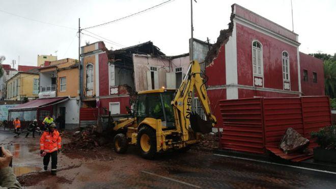 Derrumbe parcial de una vivienda abandonada en Tacoronte