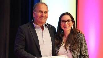 El enfermero del HUC, Isidro Sánchez, recoge el premio en Madrid