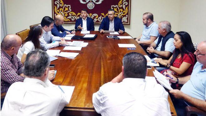 El Consistorio acuerda con los taxistas la modificación de la tarifa y el plan de rescate