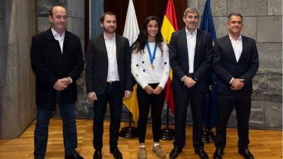 El Gobierno de Canarias reconoce la labor de la futbolista tinerfeña Paola Hernández, campeona del mundo Sub-17
