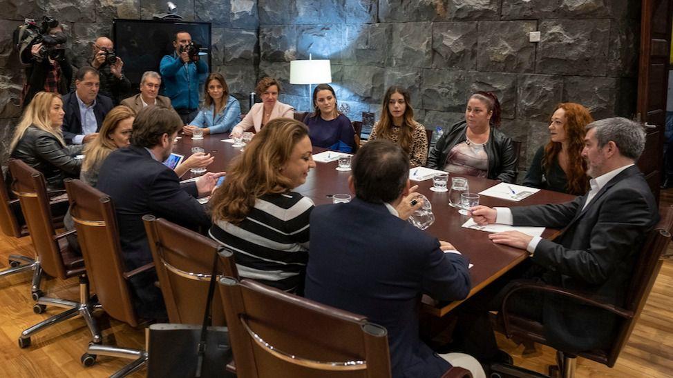 Resultado de imagen de Canarias resuelve la situación de las 358 familias de Añaza amenazadas con la pérdida de su vivienda