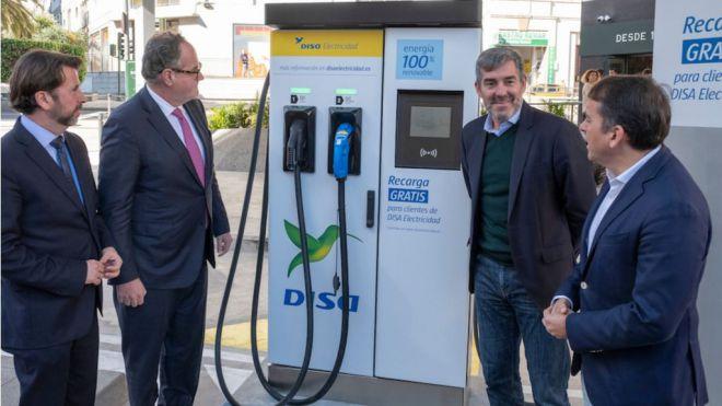 El Grupo DISA abre un punto de recarga para coches y bicicletas eléctricas