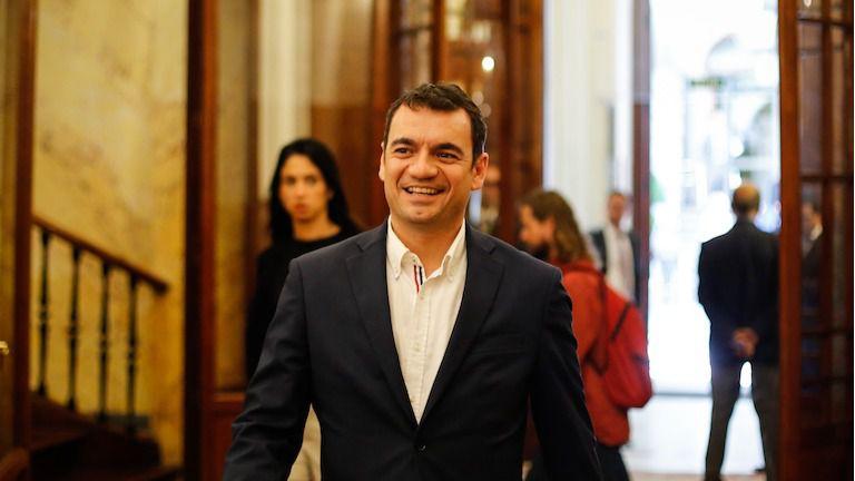 Antonio Morales compra unas fincas por procedimiento de urgencia y sin concurrencia pública