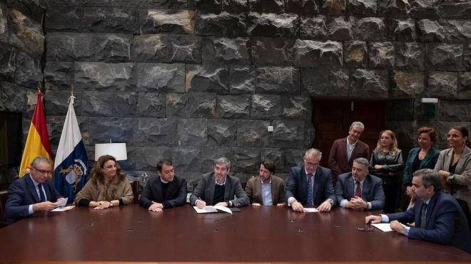 El Gobierno firma la compra de las viviendas de Añaza