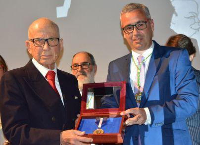 La empresa Juan B. Fierro Hernández S. L. recibe la Medalla de Oro de Santa Cruz de La Palma
