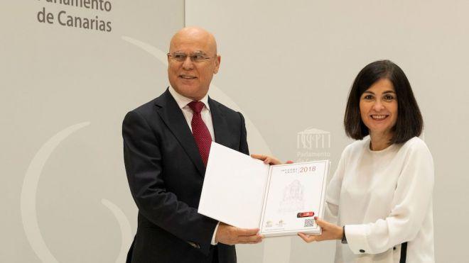 El Diputado del Común entrega su informe anual 2018 a la presidenta del Parlamento de Canarias