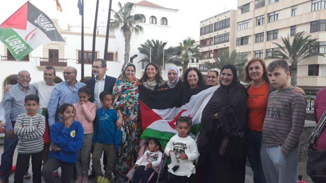 Izada la bandera saharaui en el Cabildo por el 43 aniversario de la República Árabe Saharaui Democrática