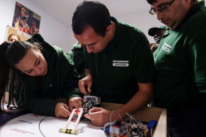 Personas con diversidad funcional de Arona, premiadas por su proyecto científico en la First Lego League Canarias