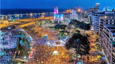 El Carnaval de Santa Cruz desborda sus previsiones con una Piñata multitudinaria