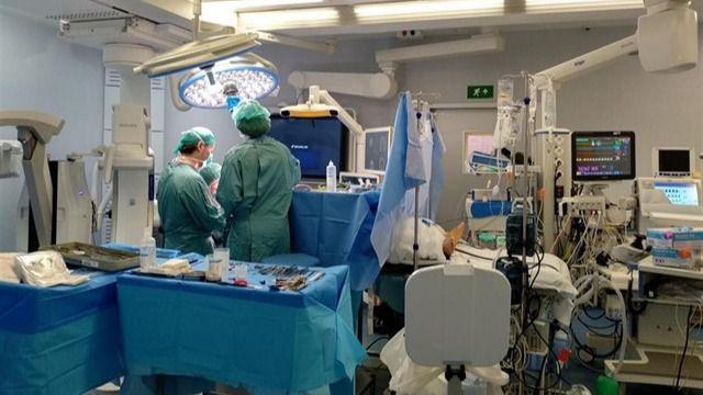 El Parlamento pide actividad quirúrgica por las tardes y listas de espera mensuales