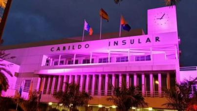 Los Cabildo de Gran Canaria y Tenerife se iluminan de morado por los enfermos de Crohn y Colitis ulcerosa