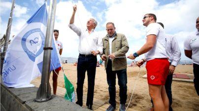 La playa de Las Canteras renueva las banderas de calidad ambiental y acesibilidad