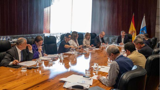 """Canarias reclama una reunión con Sánchez para que """"los fondos de los canarios se queden en las islas"""""""