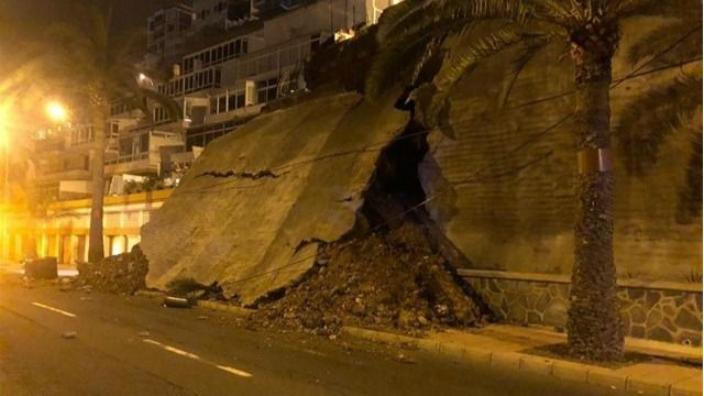 Desalojan a unos 30 vecinos de Paseo de Chil al producirse un desprendimiento