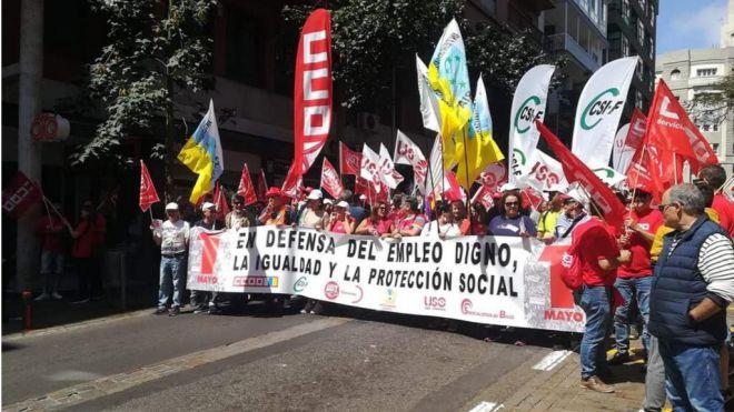 Miles de personas participan en las manifestaciones del 1 de mayo
